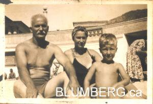 Henry Blumberg with grandfather, Mendel Altschuler and mother, Ida Blumberg at Muizenberg. Cape.