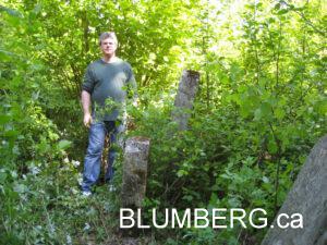 Jonathan Blumberg in the Grobina Jewish Cemetery.
